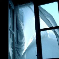 В Татарстане из окна многоэтажки выпал подросток: школьник погиб