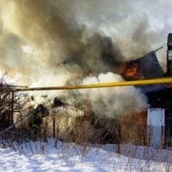 В Татарстане мужчина и женщина заживо сгорели в доме