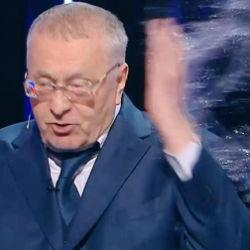 Собчак облила Жириновского водой во время дебатов (ВИДЕО)