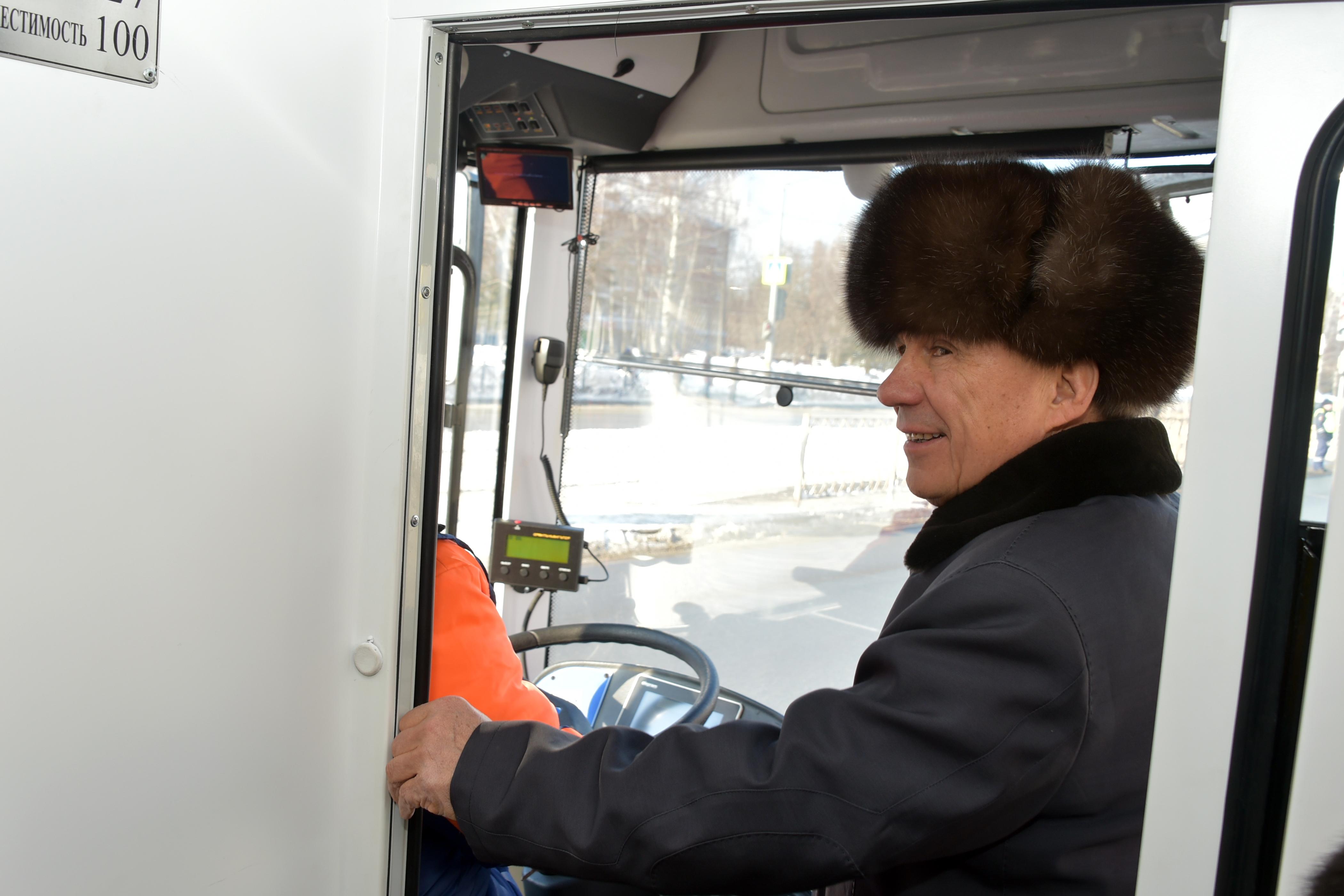 Минниханов прокатился в казанском троллейбусе (ФОТО, ВИДЕО)