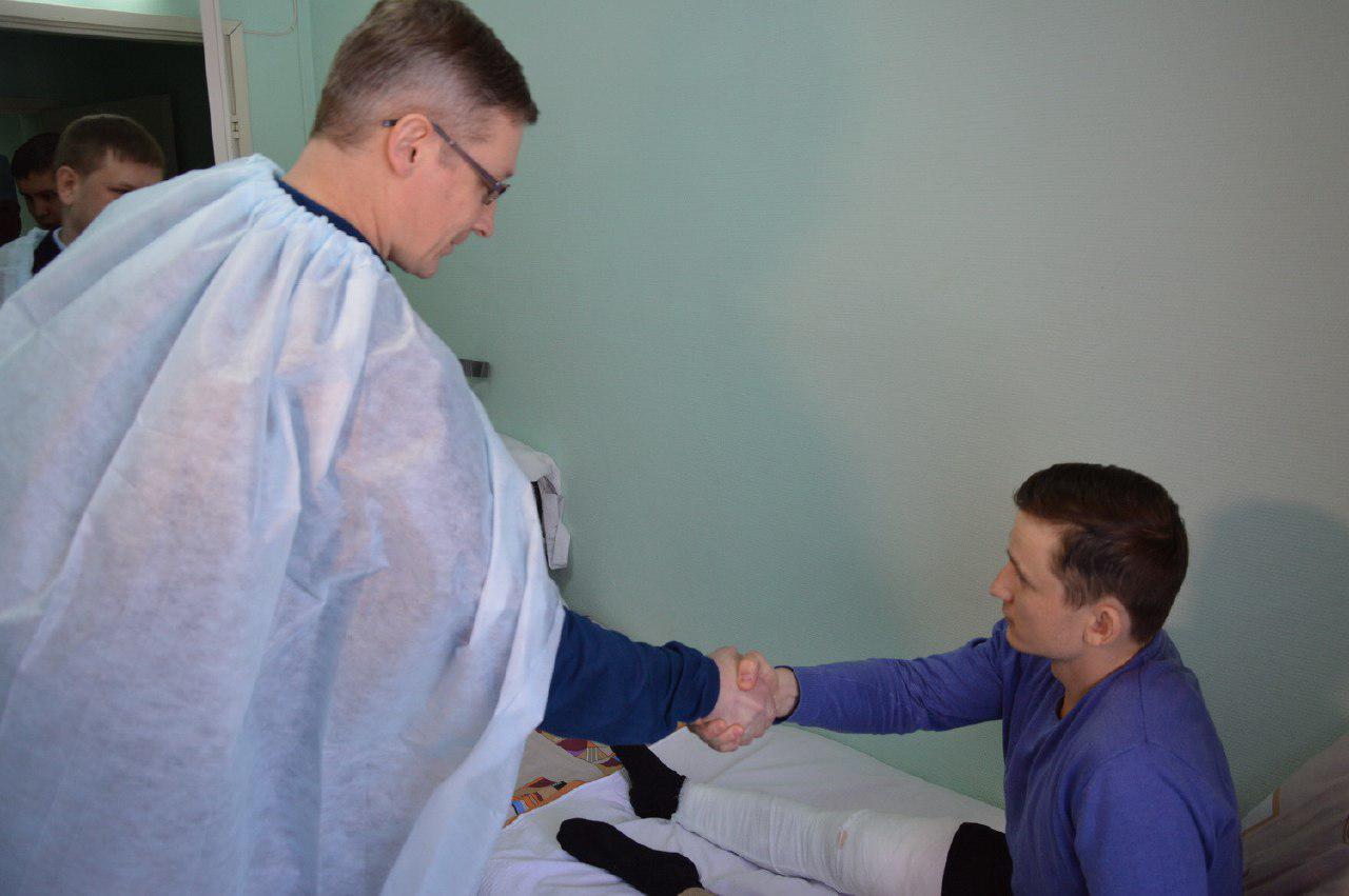 Раненный на Авангардной полицейский: Хотели спасти людей, пока он не перестрелял их как зайцев (ФОТО, ВИДЕО)