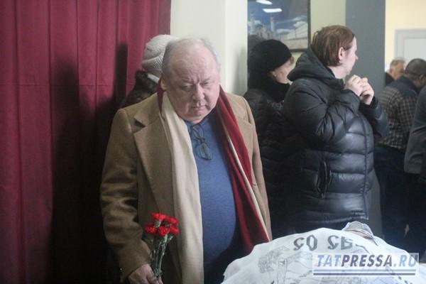 В Казани простились с замредактора газеты «Республика Татарстан»  Владимиром Устиновским (ФОТО)