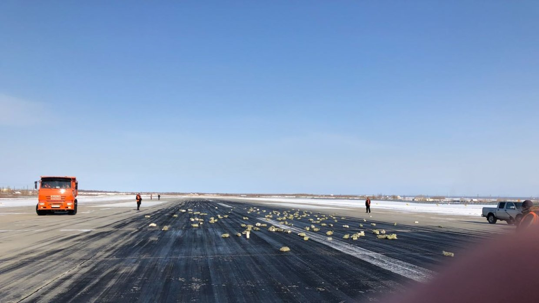 Тонны золота высыпались из самолета в Якутске при взлете (ФОТО)