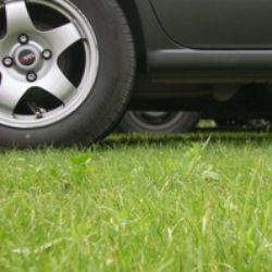 В Татарстане начнут штрафовать за парковку на газонах уже в конце марта