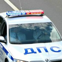 В Татарстане женщина за рулем погибла, врезавшись в фуру и столб