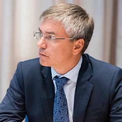 В «Единой России» потребовали извинений от депутата, назвавшего журналистов слугами