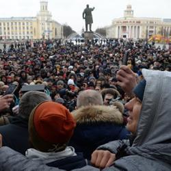 Стихийный митинг в Кемерове: толпа требует отставки губернатора, мэр отправил группу людей в морги (ВИДЕО)