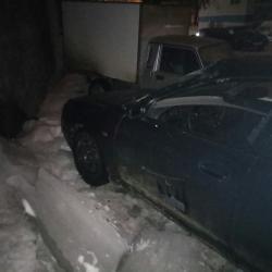 Глыба льда рухнула в Челнах на автомобиль