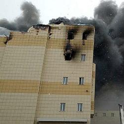 Состояние выпрыгнувшего из окна ТЦ в Кемерове мальчика улучшилось. Но в огне он потерял семью