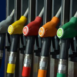 Цены на бензин из-за искусственного дефицита на рынке могут вырасти на 5 рублей за литр