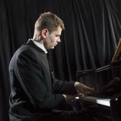 В Татарской филармонии выступил пианист Андрей Гугнин