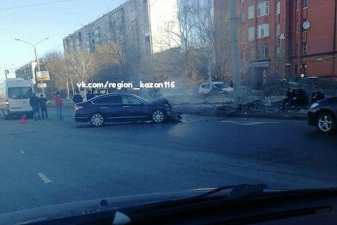 Появились ФОТО серьезной аварии на улице Зорге в Казани
