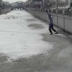 В Казани мужчина пытался перейти Булак по канату (ВИДЕО)