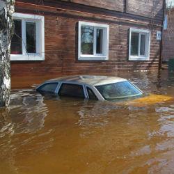 Большой паводок: в Казани готовят мешки с песком и откачивающие насос