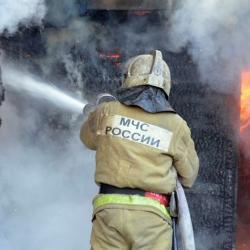 В Нижнем Новгороде горит склад деревообрабатывающего комбината