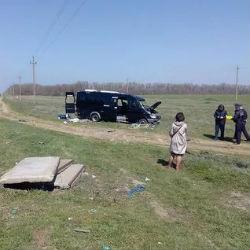 При столкновении электрички и автобуса погибли пять человек и четверо пострадали