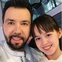 10-летняя «плачущая» блогерша из Нижнекамска снялась в клипе экс-солиста группы «Чай вдвоем» (ВИДЕО)