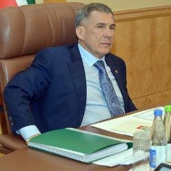 Президент Татарстана повысил зарплату министрам и депутатам, а свою — сократил