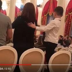 Мама вместо баяна. ВИДЕО с казанского концерта обещает стать вирусным