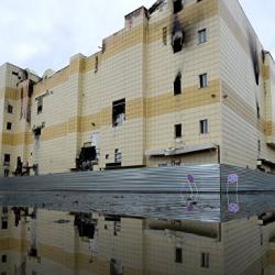 Мальчика, выпрыгнувшего из сгоревшего ТЦ в Кемерово, выписали из больницы