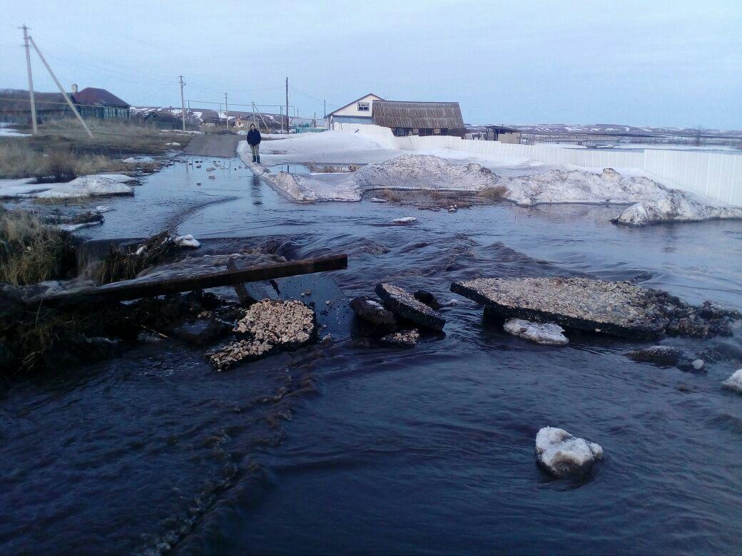 В селе Большие Кокузы Апастовского района талыми водами затопило жилой дом (ФОТО)