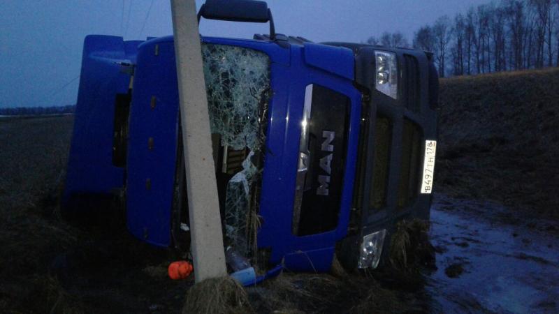 В Татарстане водитель грузовика погиб, вылетев в кювет (ФОТО)