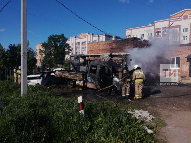 В Зеленодольске загорелись легковушка, «ГАЗель» и автобус (ФОТО)
