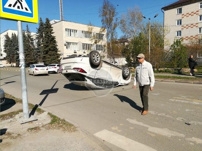 В центре Казани перевернулся «Лексус» (ФОТО)