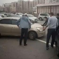 В Казани водитель прокатил мужчину на капоте и угодил в ДТП (ВИДЕО)