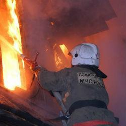 Пожарные спасли из пылающего дома в Нижнекамске 10 человек