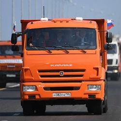 Владимир Путин за рулем КамАЗа открыл крымский мост (ВИДЕО)