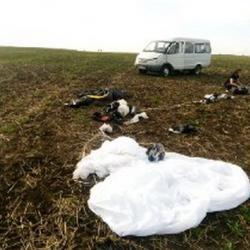 Появилось ВИДЕО столкновения двух парашютистов под Мензелинском