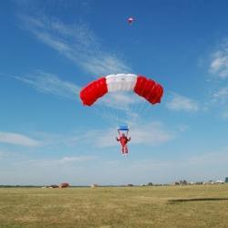 Аэроклуб, в котором погибли два парашютиста, возобновляет полеты