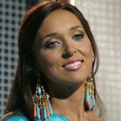 Певица Алсу получила звание заслуженной артистки России