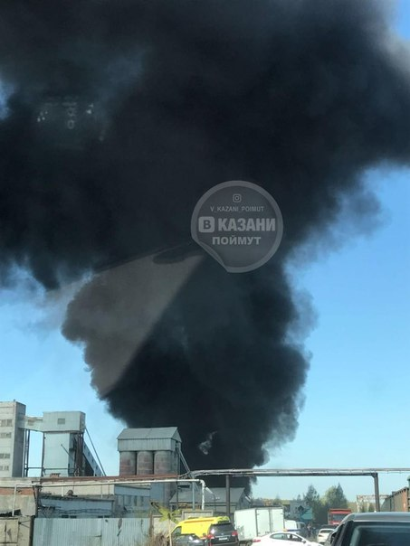 В Казани крупный пожар: горят емкости с краской (ФОТО)