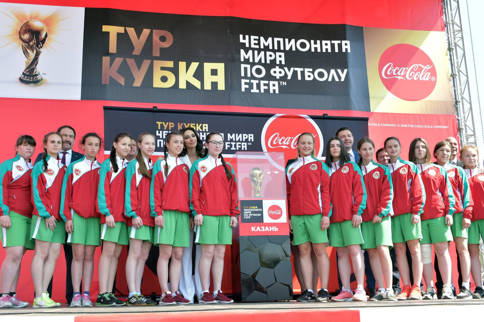 6 кг чистого золота: в Казань привезли Кубок мира по футболу (ФОТО, ВИДЕО)