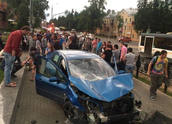 За рулем «Пежо» в резонансном ДТП в Москве была 23-летняя жительница Татарстана (ФОТО, ВИДЕО)