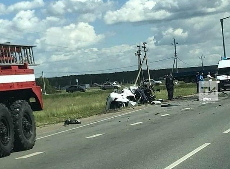 В Лаишевском районе погиб водитель легковушки, залетевшей под «КАМАЗ» (ФОТО)
