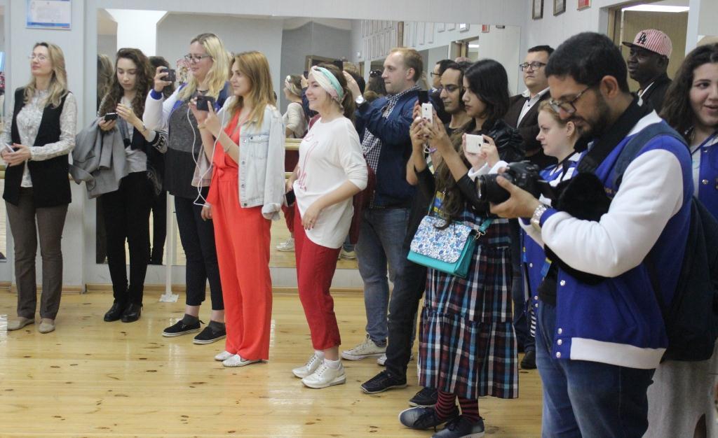 Иностранные блогеры посетили Дом Дружбы