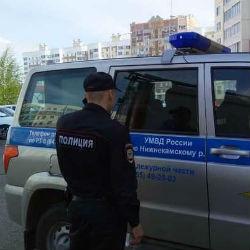 В Нижнекамске неизвестный на крыше девятиэтажке угрожает полицейским