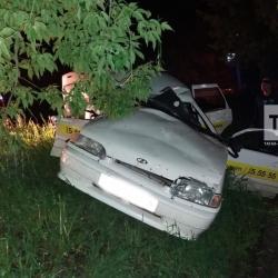 В Бугульме 37-летний таксист впал в кому, врезавшись в столб (ФОТО)