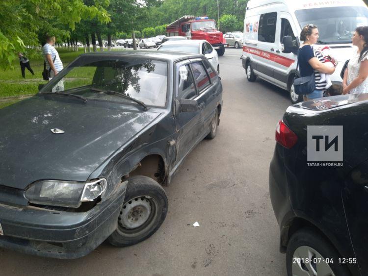 В центре Челнов столкнулись сразу шесть легковушек (ФОТО)