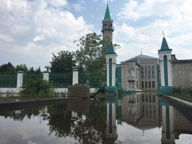 «Асфальт вздыбился от температуры» - на Мусина в Казани забил фонтан кипятка (ФОТО)