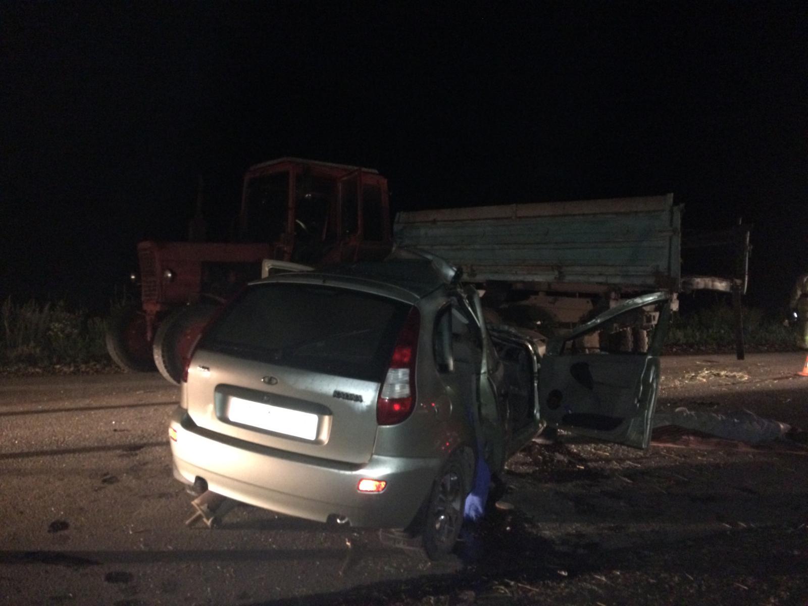 В Татарстане LADA Калина наехала на трактор. Погибла женщина (ФОТО)