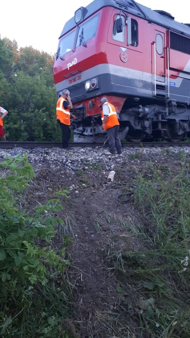 В Татарстане при столкновении поезда и легковушки погибли четыре человека (ФОТО)