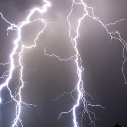 Штормовое предупреждение в Татарстане: ветер до 24 м/с, шквал, гроза и град