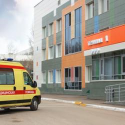 Врачи спасают жизнь малыша, выпавшего из окна в Казани