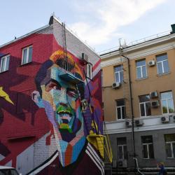 The Sun просит нарисовать Кейна в Казани. Или хотя бы на Красной площади