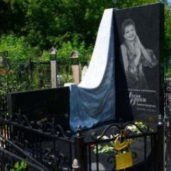 Год со дня смерти: на могиле Хании Фархи установили памятник