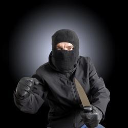 В Казани росгвардейцы задержали напавшего с ножом на магазин